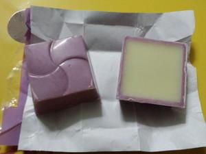 チロルチョコ紫いも.JPG