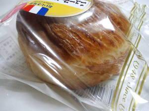 ヤマザキニューヨーロッパ風クリームパン2.JPG