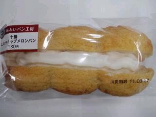 十勝ミルクホイップメロンパン.jpg