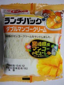 ヤマザキランチパックダブルマンゴークリーム.JPG
